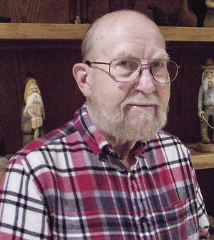 Tribune Profile: Tom Grade [BS Art Education '57]: An artist and teacher who carves wood by Dee Wasylik