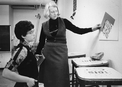 Marjorie Kreilick, professor of art from 1953 to 1991, works with student Merilee Wertlake.