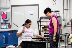 Helen Lee assisting a student in the hot shop
